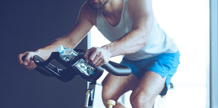 mann beim cycle training