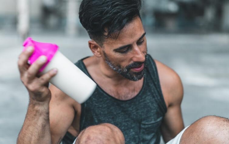 8 geniale Hacks damit Ihr Protein Pulver viel besser schmeckt 3